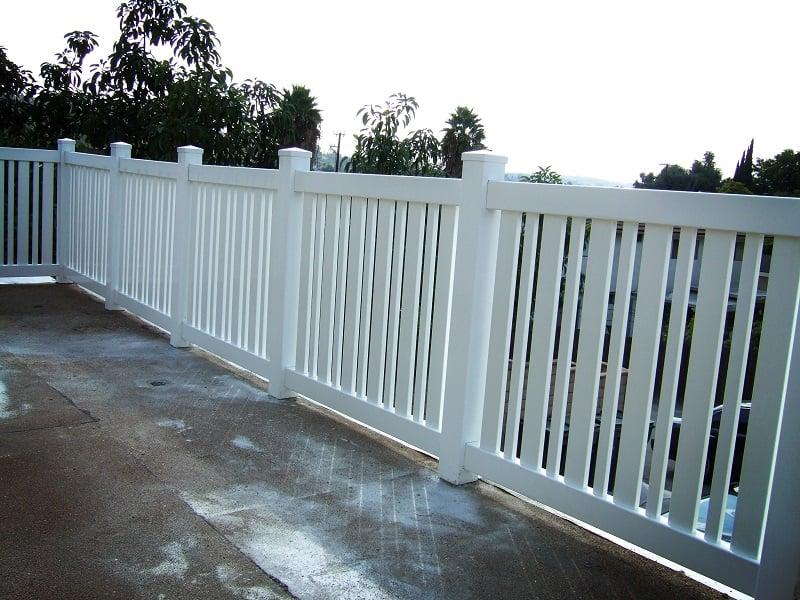 Install a vinyl fence from Duramax – Hire an expert fencing contractor for installation