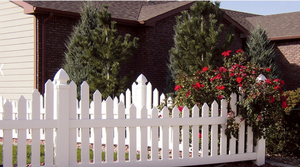 Installing a vinyl fence panel from Duramax – Hire a contractor for vinyl fence installation