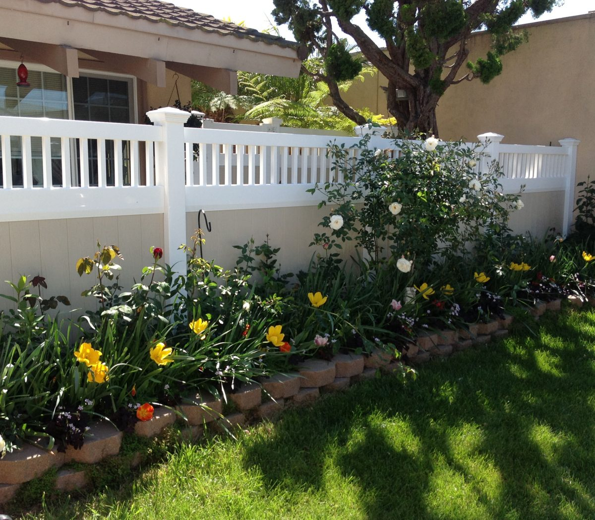 Shop for vinyl fences online from the Duramax website – We are one of the top Vinyl Fence Manufacturers in Orange County