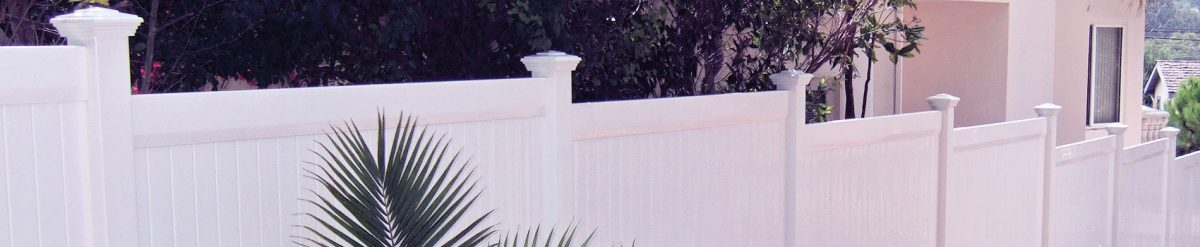 How Helena got rid of her curious neighbor by installing a vinyl privacy fence