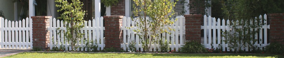 Duramax brings to you a whole range of modern and traditional vinyl fence panel